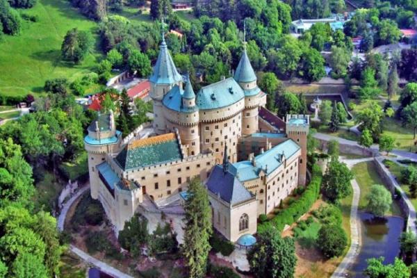 25 Fairytale Castle Hotels In Europe For A Weekend Getaway