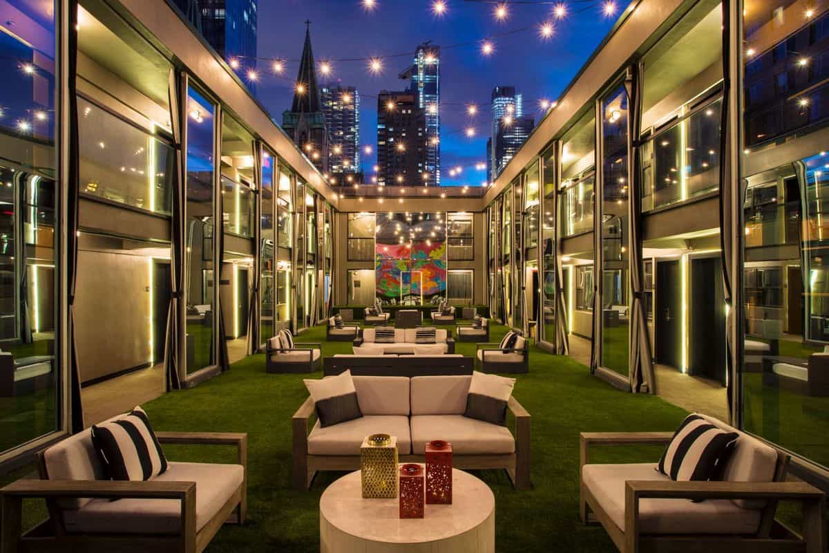 15 Best Rooftop Bars in NYC!
