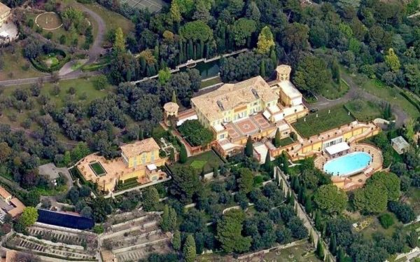 The Top 10 Biggest Houses in the World